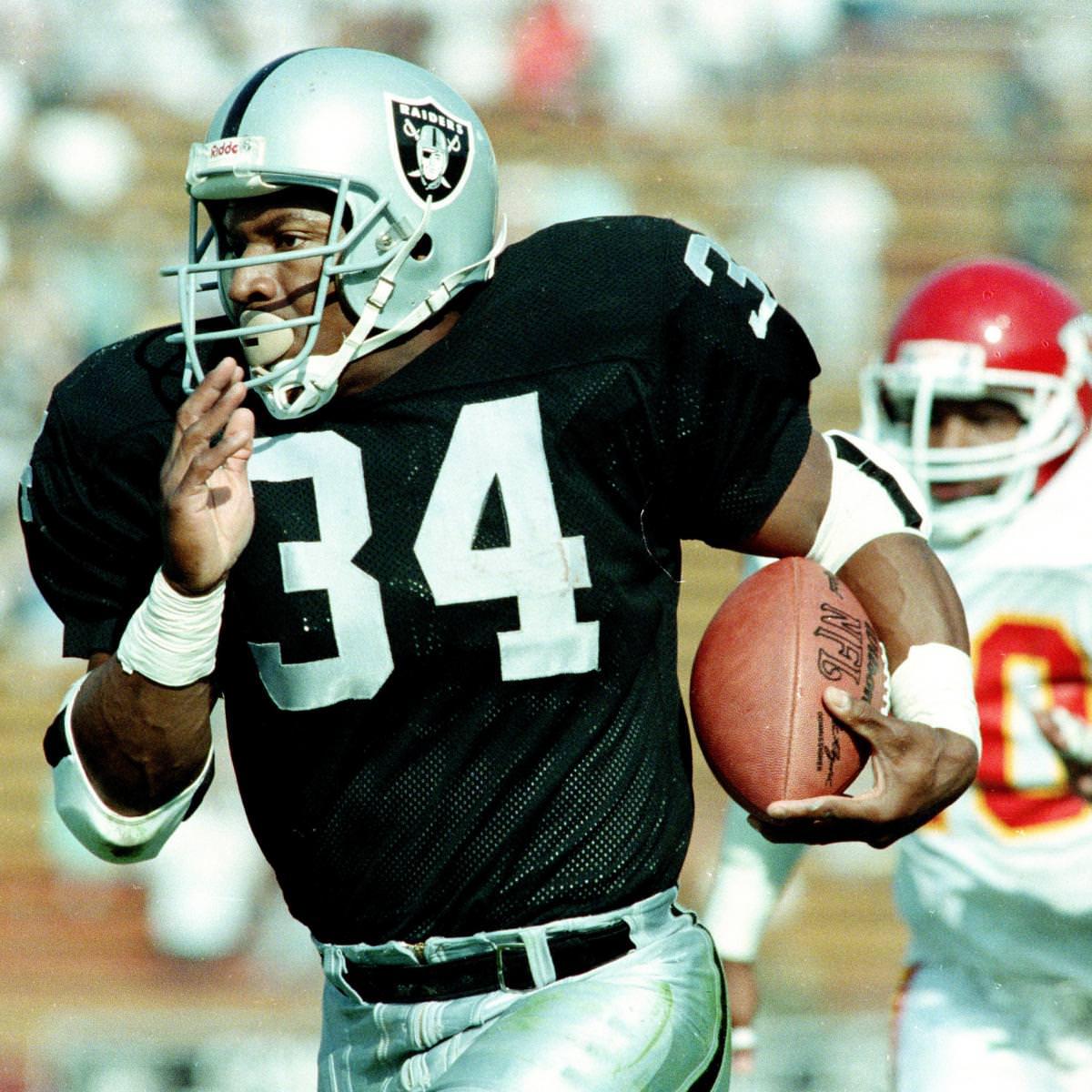 Bo Jackson diz que ele teria uma média de 350-400 jardas na NFL hoje por causa da má abordagem