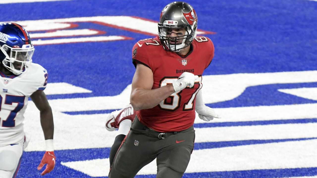 Perfure a ponta TD!  Gronk puxa o passe desviado de Brady para o placar – NFL.com