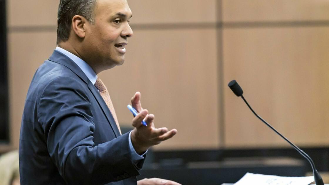 Advogado de Bannon desiste do caso de fraude após comentários inflamatórios