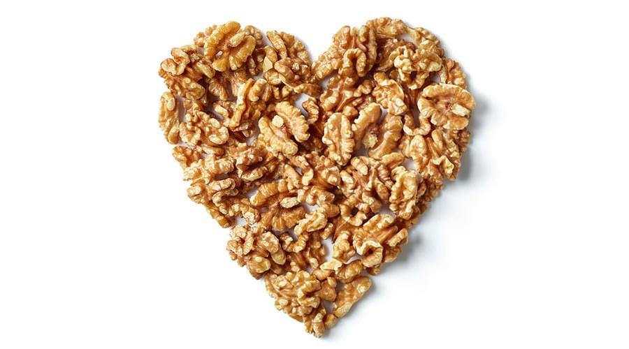 Comer nozes pode ter efeitos antiinflamatórios que reduzem o risco de doenças cardíacas