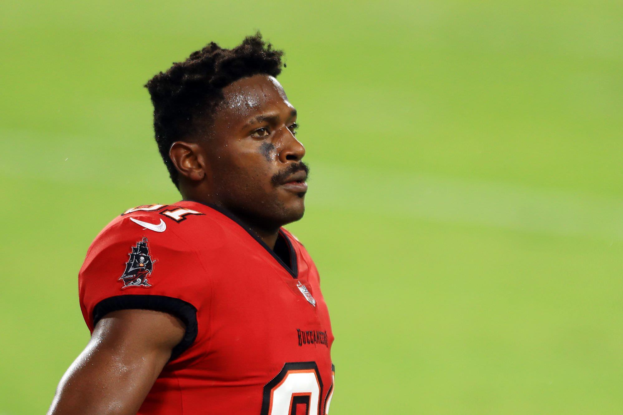A última explosão de Antonio Brown foi notícia para a NFL.  Ele será suspenso novamente?
