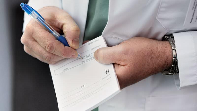 A revisão mostra que os pagamentos farmacêuticos influenciam a prescrição