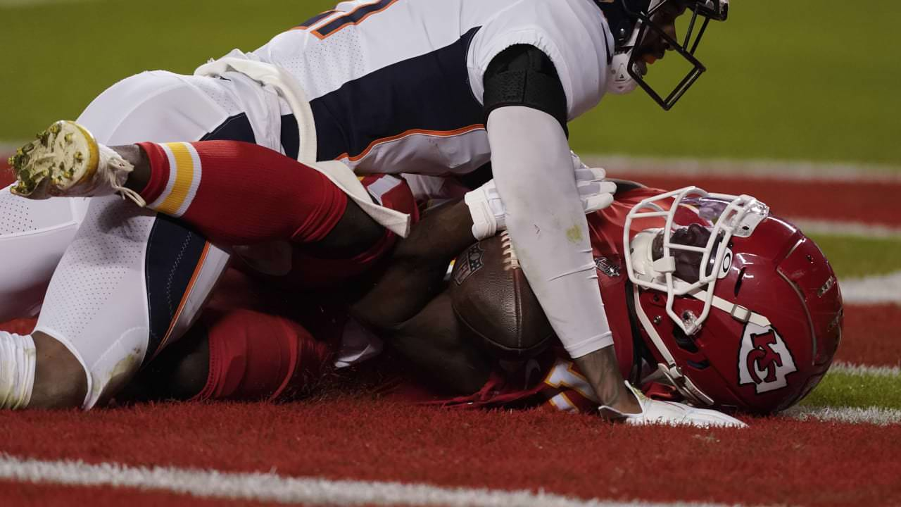 Andy Reid sobre a captura não-TD de Tyreek Hill: 'Nunca tive um receptor que não soubesse que pegou a bola' – NFL.com