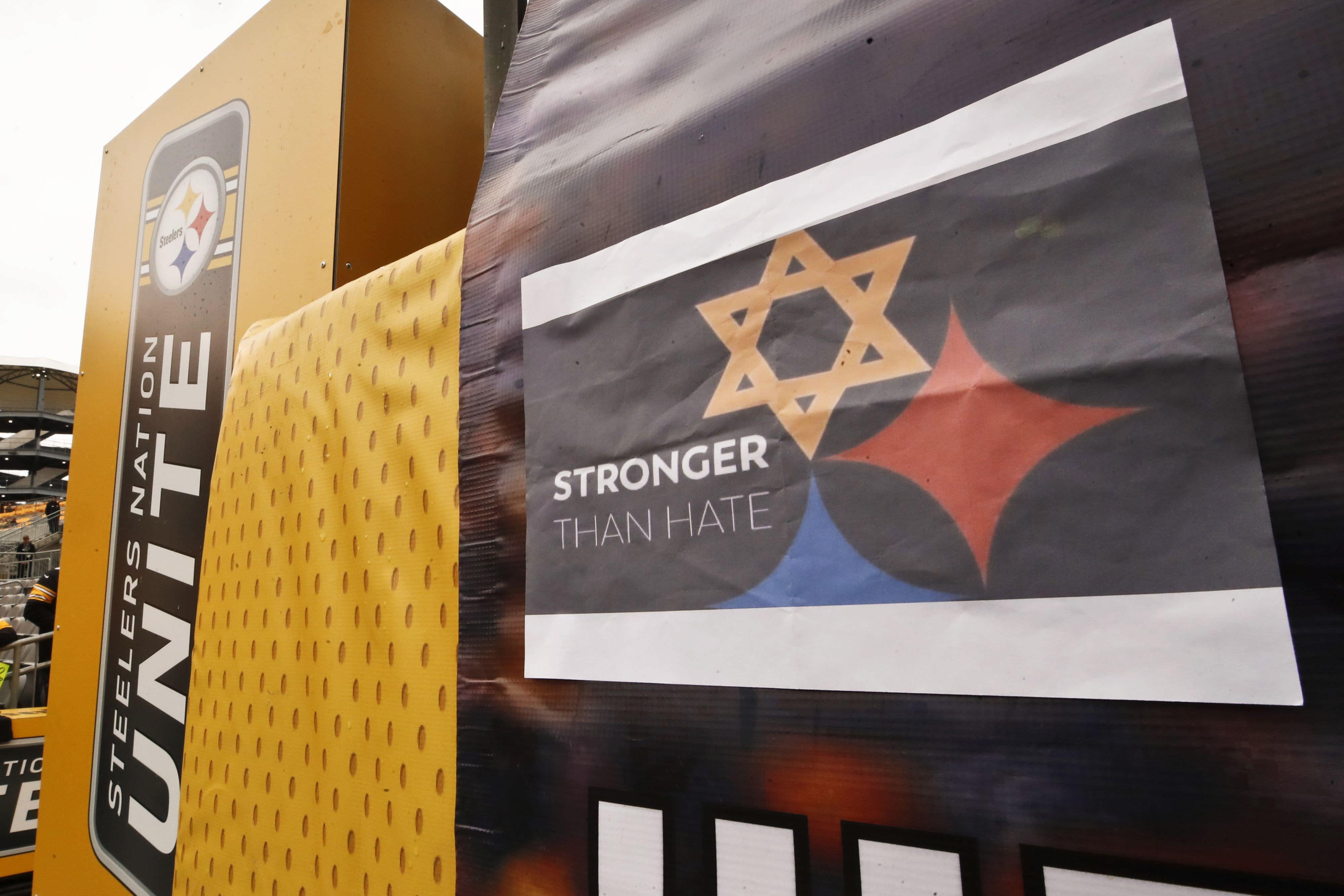 Design baseado no capacete Steelers homenageia sinagoga morta