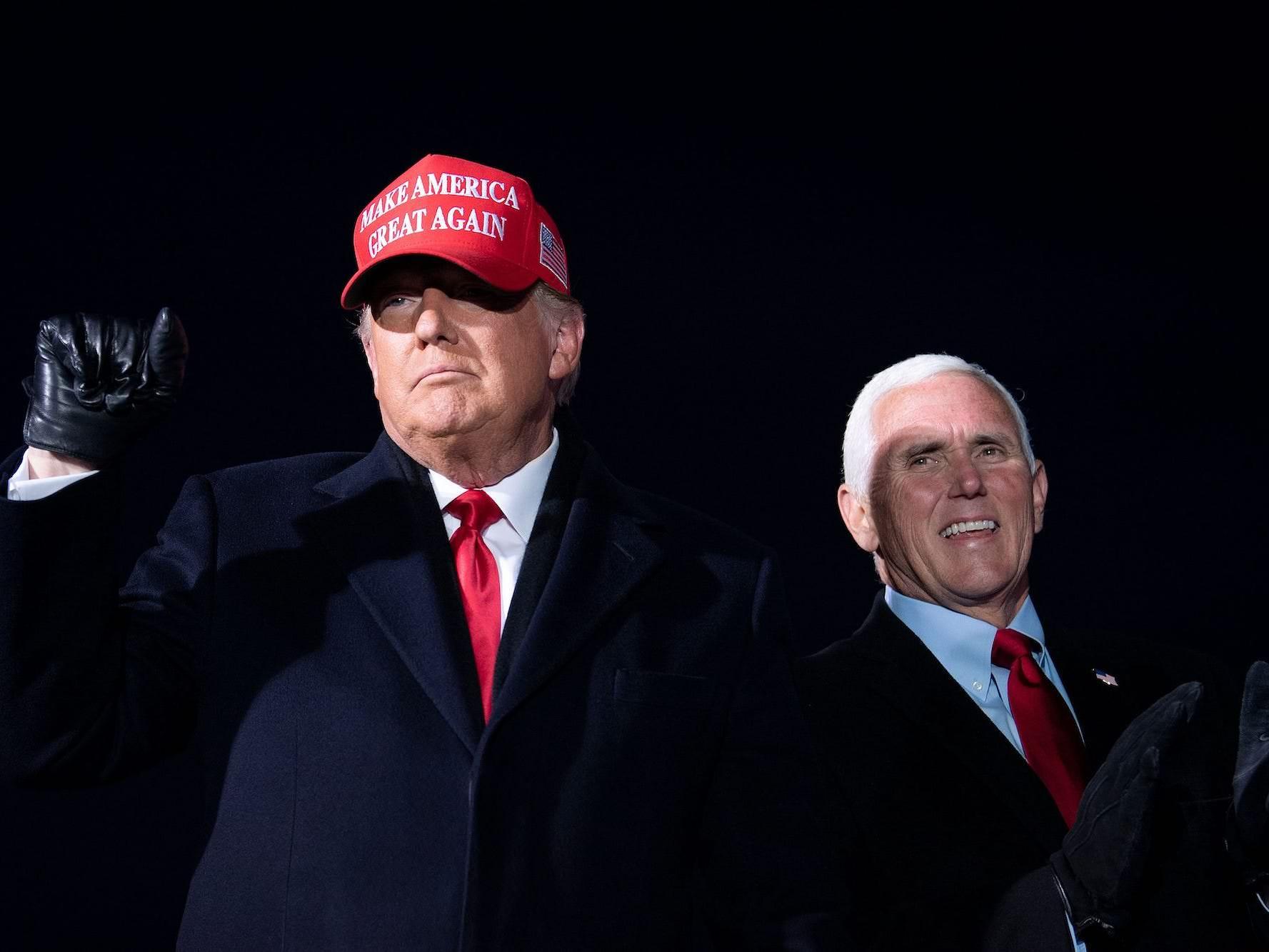 """Trump disse que espera que Mike Pence """"apareça"""" para certificá-lo como o vencedor das eleições de 2020 em vez de Biden – mas o vice-presidente não tem poder para fazer isso"""