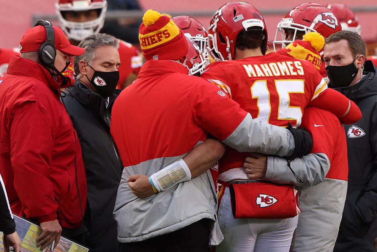 Os protocolos da NFL não manterão Patrick Mahomes à margem na noite de domingo.