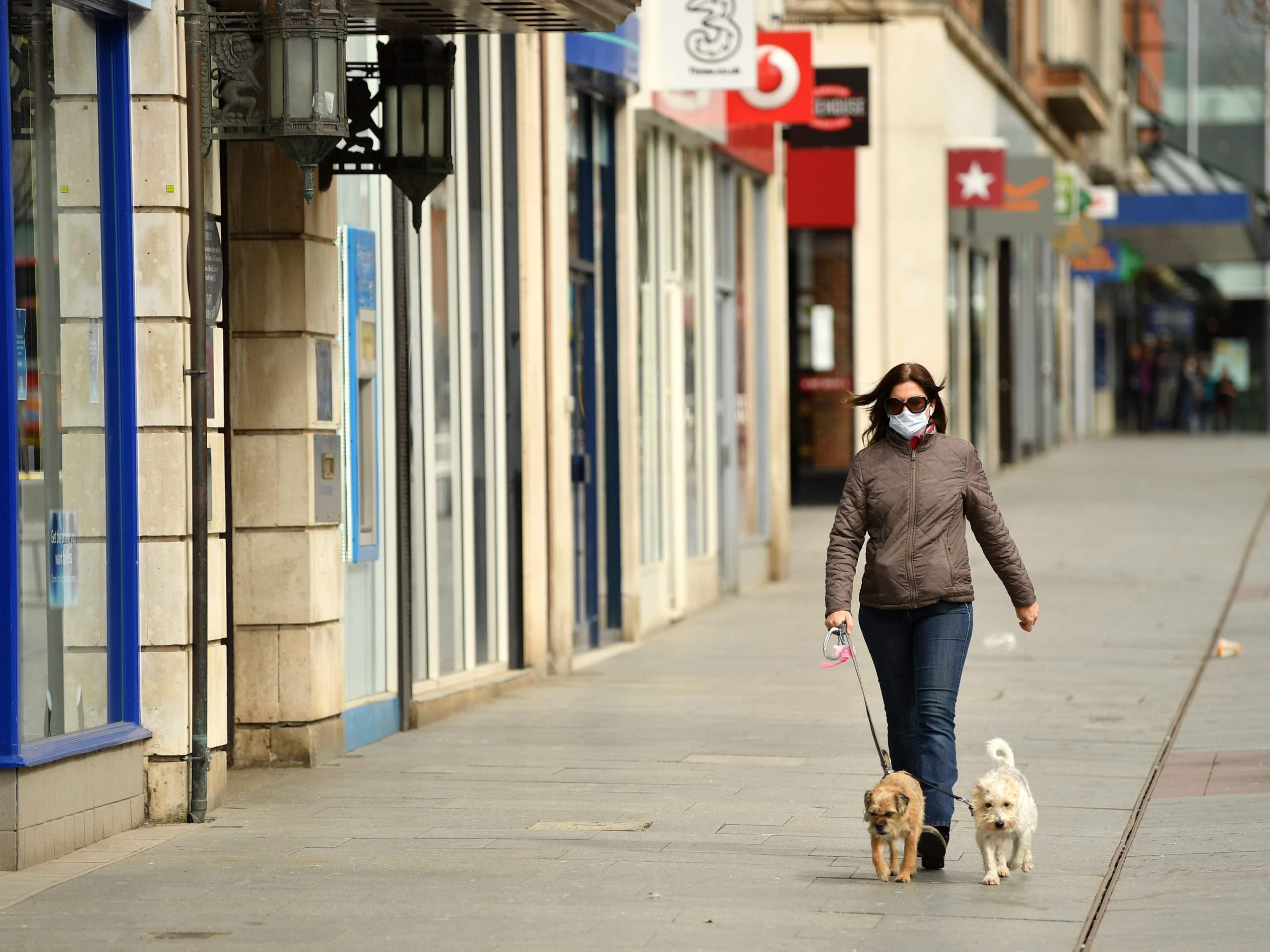 """Os casos de gripe """"desapareceram quase completamente"""" neste inverno na Inglaterra, mas o COVID-19 continua a aumentar"""
