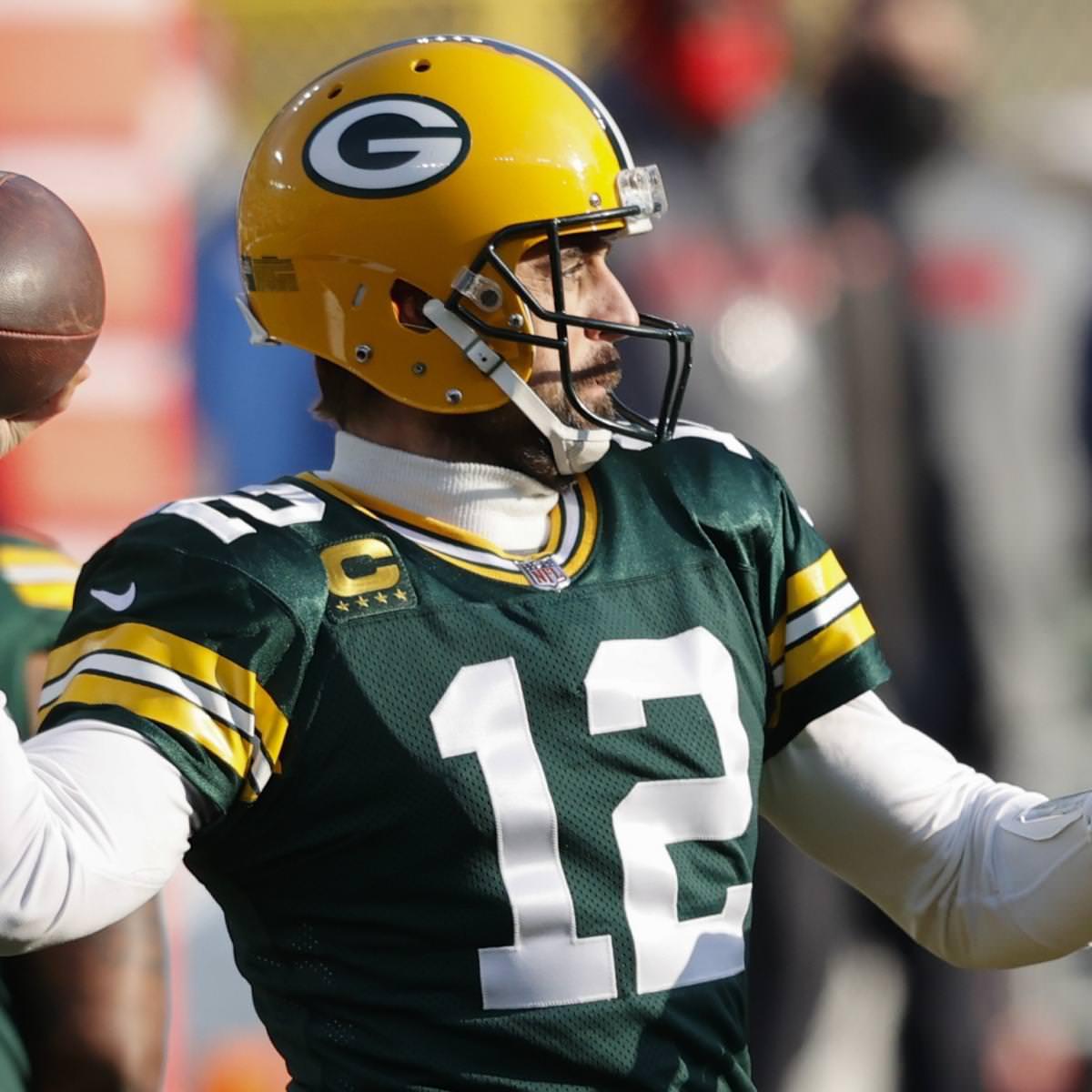 Aaron Rodgers do Packers diz que está comprometido e agradece sua noiva no discurso de MVP da NFL