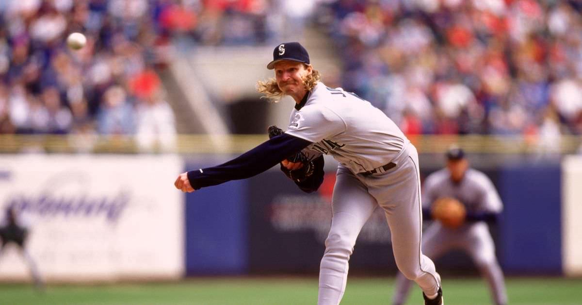 Randy Johnson afirmou que mantinha um saco de bolas de beisebol ao lado da cama para jogar em casa invasores