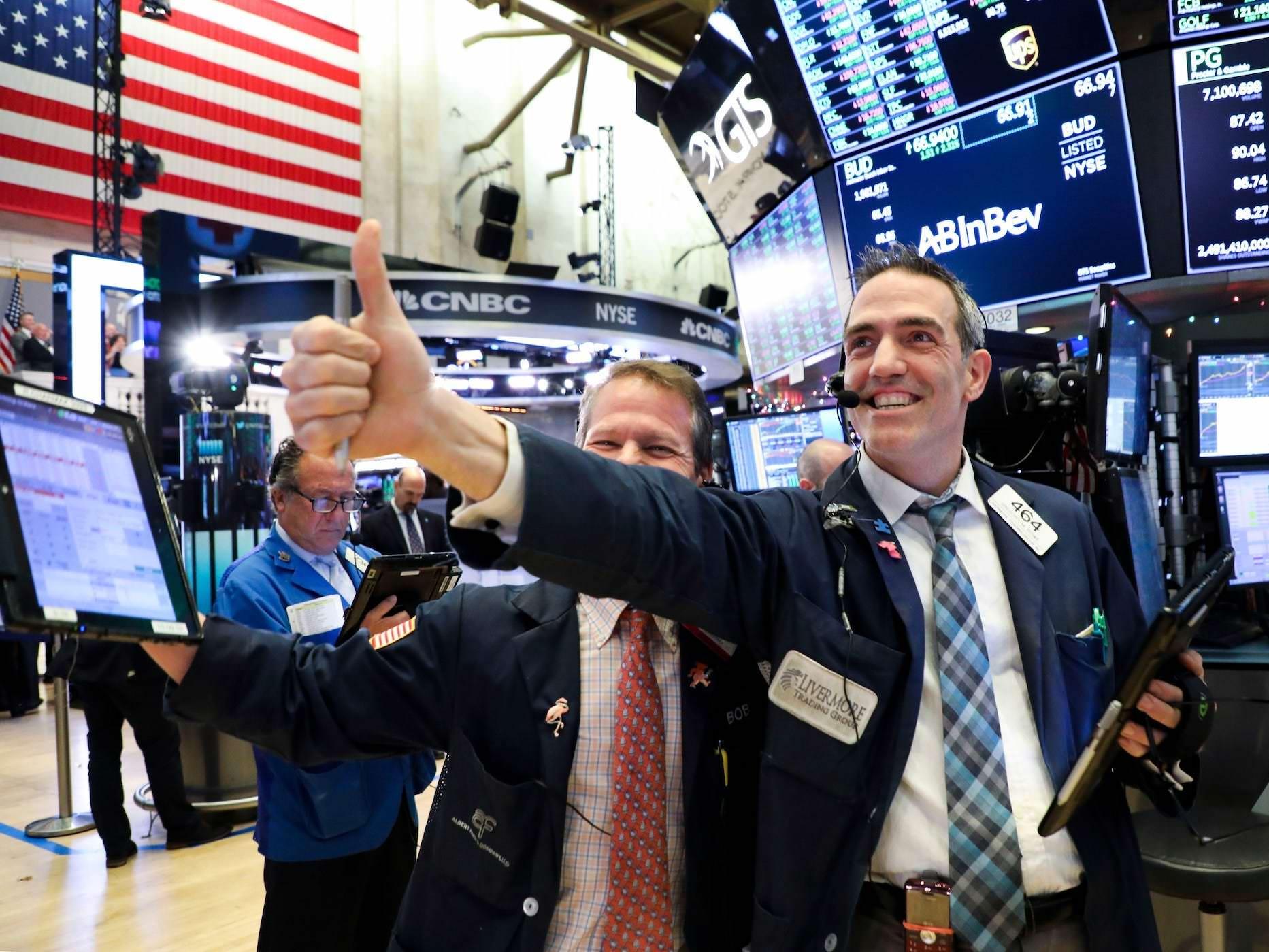 Compre ações e venda títulos, já que um novo mercado altista secular oferece retornos de dois dígitos, diz a Ned Davis Research
