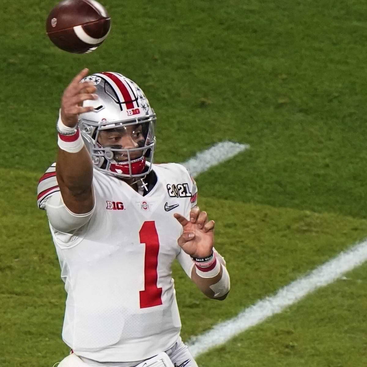 Charley Casserly 2021 NFL Mock Draft: Justin Fields sai das 20 melhores escolhas