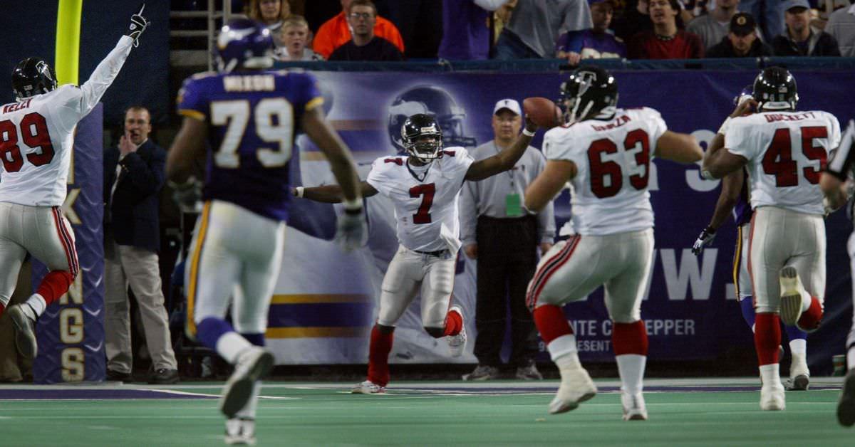 Retrocesso: Michael Vick fez dois defensores Vikings se chocarem