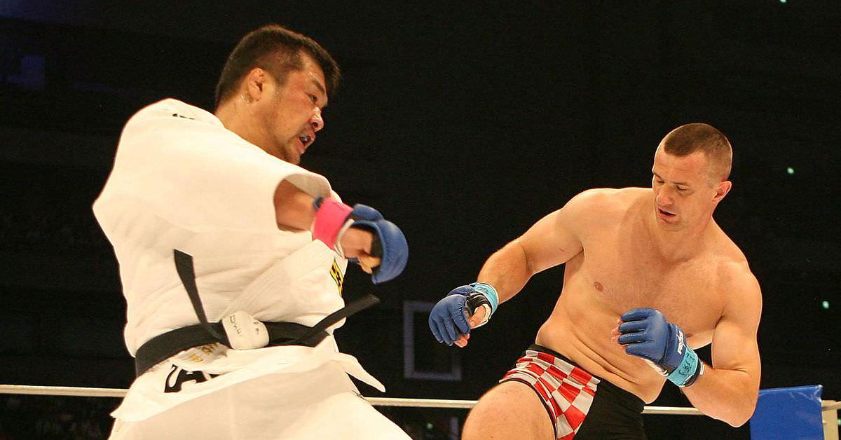 Arquivos de luta: Mirko Cro Cop faz o oponente desistir devido a chutes nas pernas