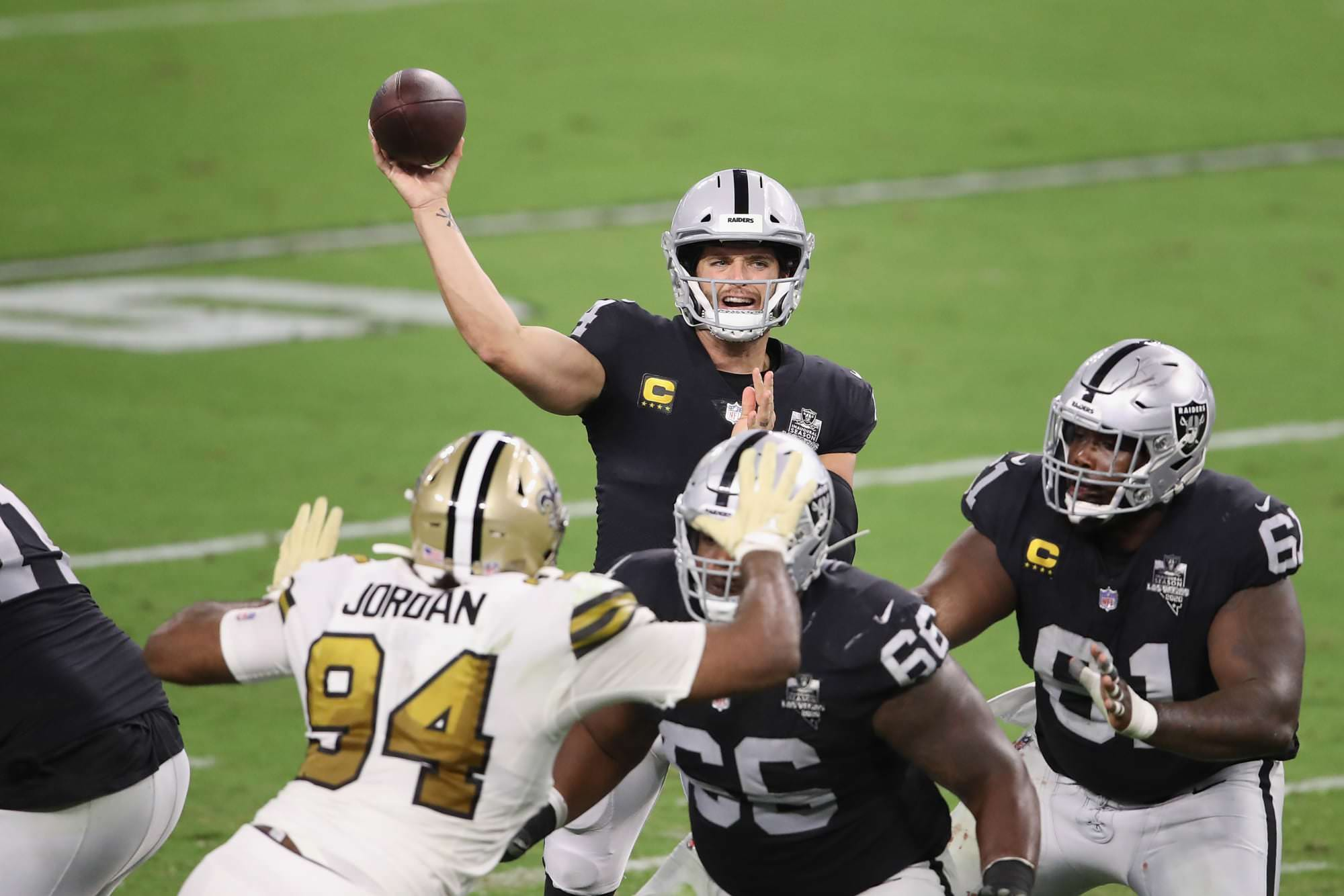NFL toma uma decisão surpreendente sobre a punição de COVID para Raiders, Saints