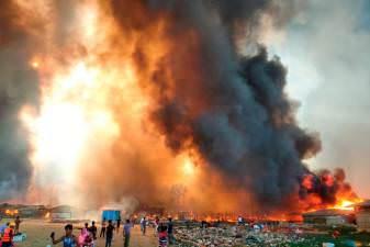 Dezenas de milhares fogem do enorme incêndio no campo Rohingya em Bangladesh