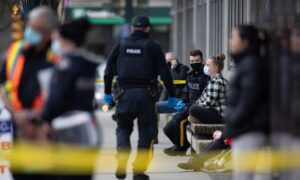 Homem, 28, acusado de assassinato em segundo grau em esfaqueamentos no norte de Vancouver
