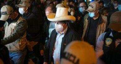 Peruanos votam para eleger presidente, dividido por classe, geografia – Reuters