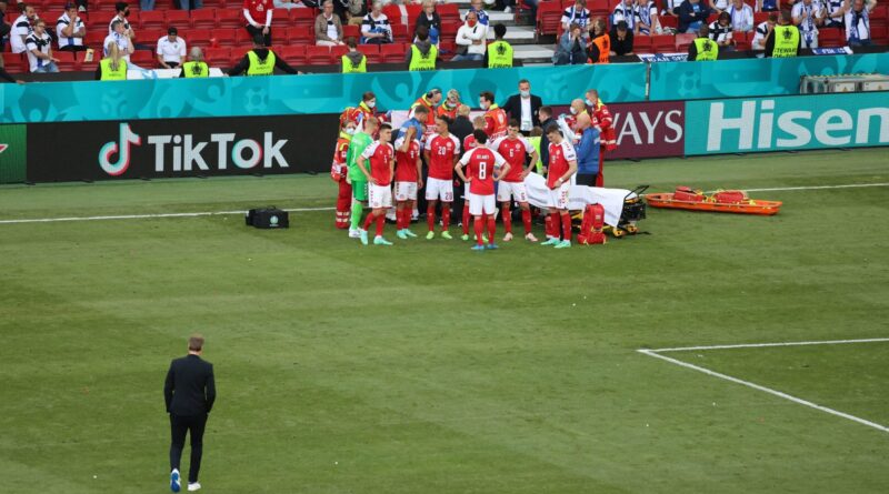 Christian Eriksen da Dinamarca desmaia na Euro em cena assustadora