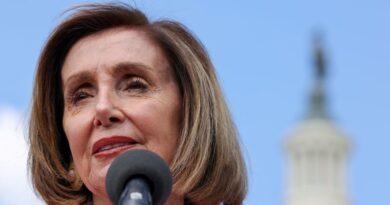 """Pelosi diz que """"não tem intenção"""" de abandonar as metas de infraestrutura dos democratas"""