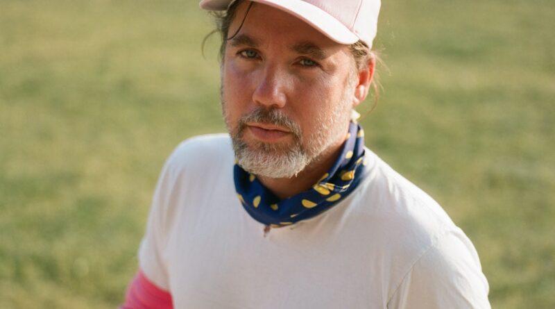 Kevin Drew, do Broken Social Scene, anuncia álbum e compartilha nova música: ouvir