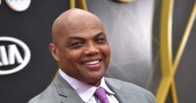 O presidente do banquinho de bar diz que Charles Barkley pode chamar as mulheres de San Antonio de gordas se trabalhar para ele
