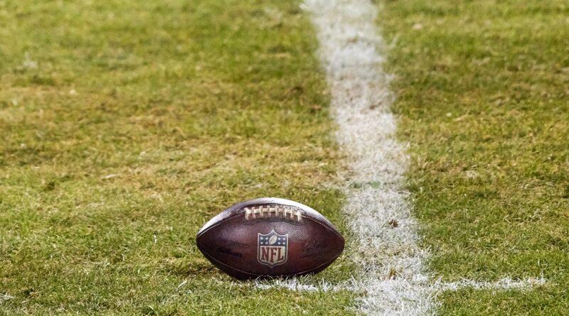 NFL se compromete a interromper a prática que presumia que jogadores negros começaram com funções cognitivas mais baixas