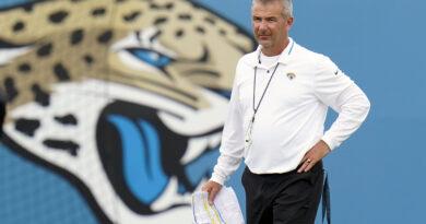 Urban Meyer 'um pouco frustrado' pela falta de tempo com os jogadores, diz Jimmy Johnson