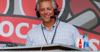 O ex-locutor do Cincinnati Reds, Thom Brennaman, em breve estará transmitindo esportes localmente