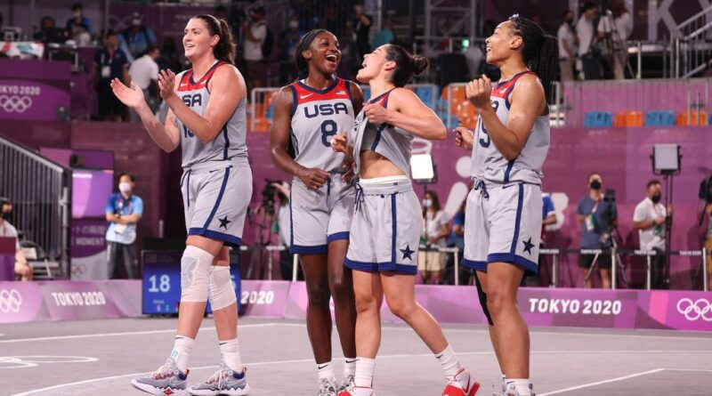 'Começamos algo especial.'  Equipe dos EUA ganha ouro olímpico de basquete 3 × 3 feminino pela primeira vez