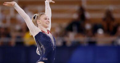 Jade Carey voa alto para reivindicar o ouro na final de piso de ginástica olímpica feminina