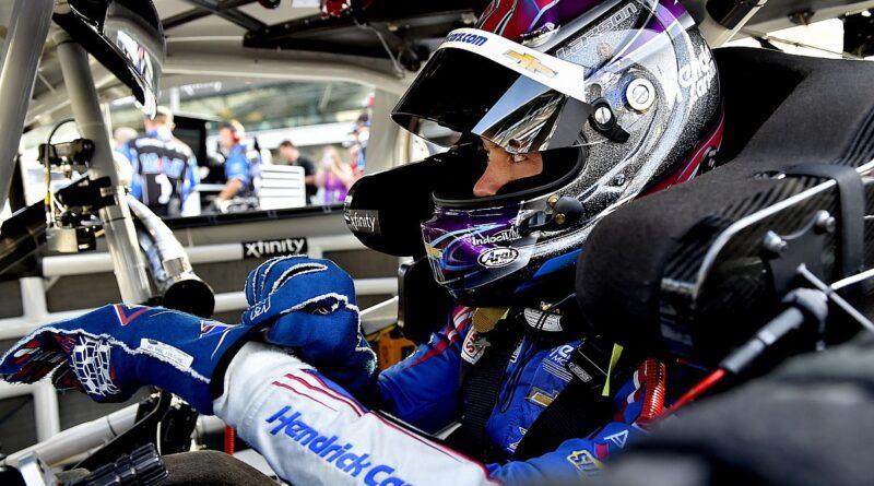 Larson perde a vitória da IMS NASCAR, mas sai com outro prêmio