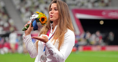 Lançador de dardo polonês leiloa medalha de prata para pagar cirurgia cardíaca em menino – Sports Illustrated