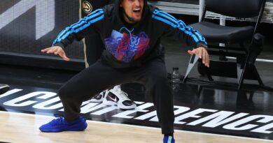 Trae Young é jogado na Smackdown da WWE no Madison Square Garden (Vídeo)
