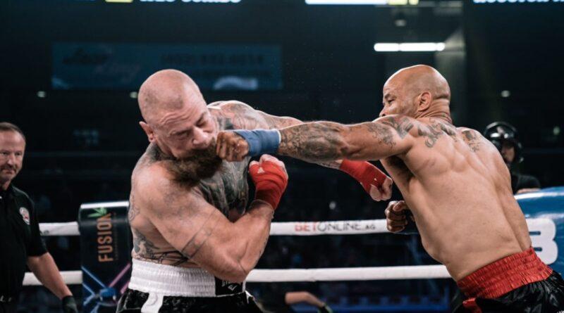 Houston Alexander retorna ao combate após 4 anos de dispensa para brutalmente nocautear o oponente no BKFC (Vídeo)