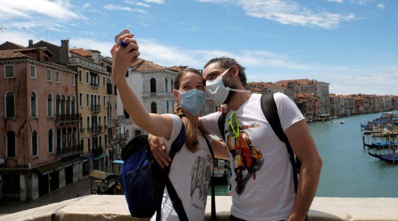 A Itália acrescentou passaportes para vacinas, e o turismo doméstico está mais alto do que nunca