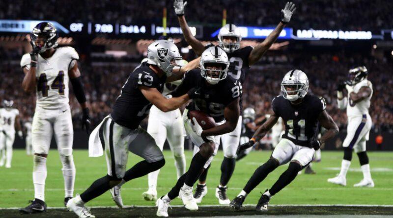 Raiders terminam o estrangulamento completo no MNF da única maneira apropriada (Vídeo)