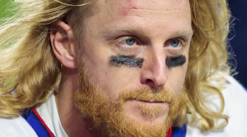 Cole Beasley está possibilitando um tour pelo estádio antivax da NFL