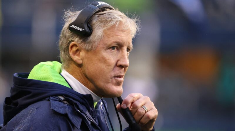 O Twitter da NFL está perseguindo incansavelmente Pete Carroll por causa do mau ataque do Seahawks