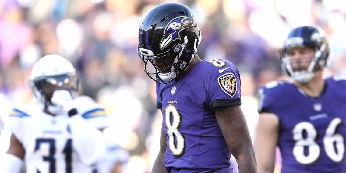 Os adeptos dos Ravens vaiam Lamar Jackson durante um inepto ofensivo enquanto Joe Flacco permanece de pé