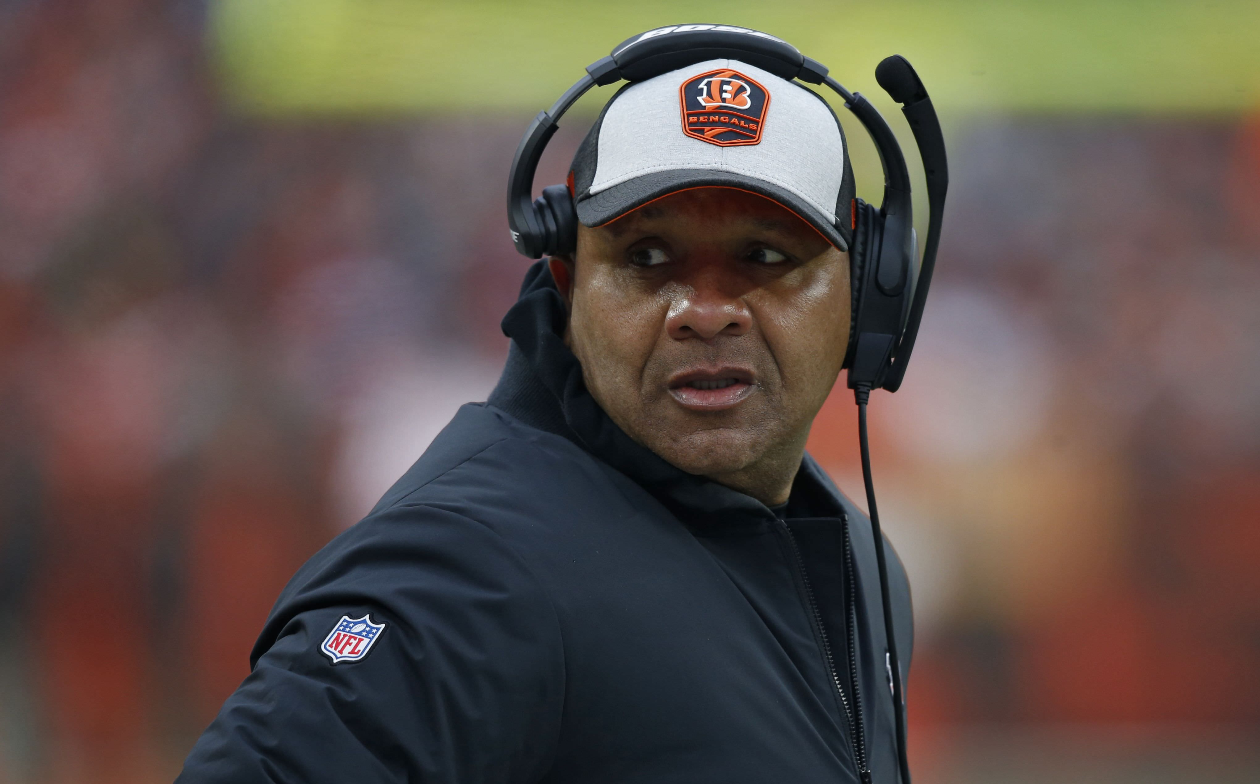 Hue Jackson venceu 3 jogos em 3 temporadas, mas os Bengals ainda estão entrevistando ele – Yahoo Sports