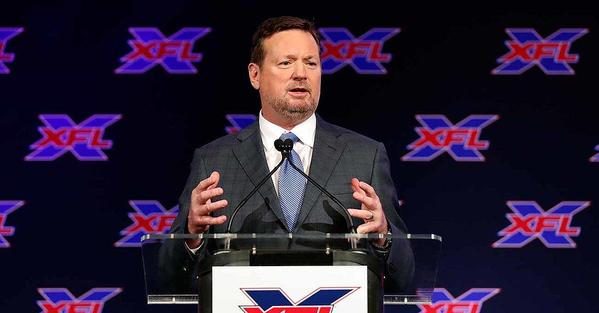 O treinador principal do XFL de Bob Stoops faz o primeiro passo de volta a uma linha lateral de perfil mais alto?