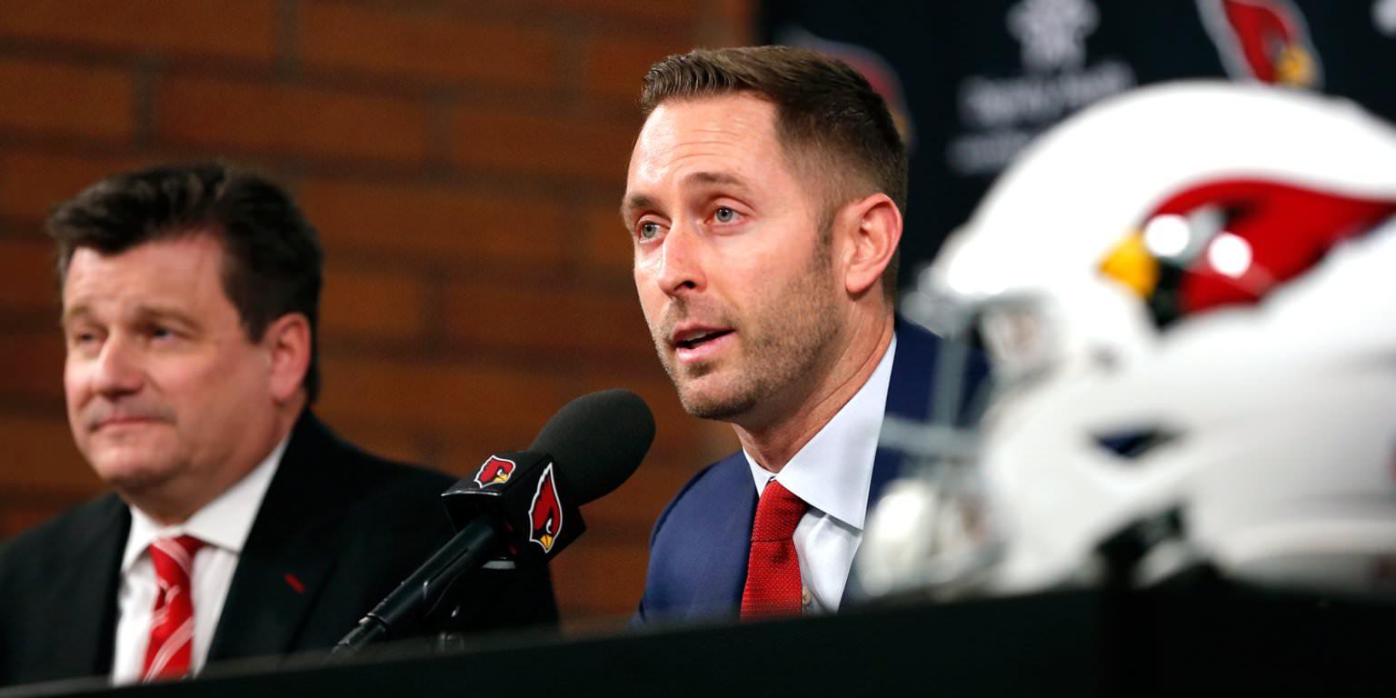 O treinador do Cardinals, Kliff Kingsbury, deu aos jogadores 'quebras de celular' para ajudar a manter sua atenção através de reuniões de equi