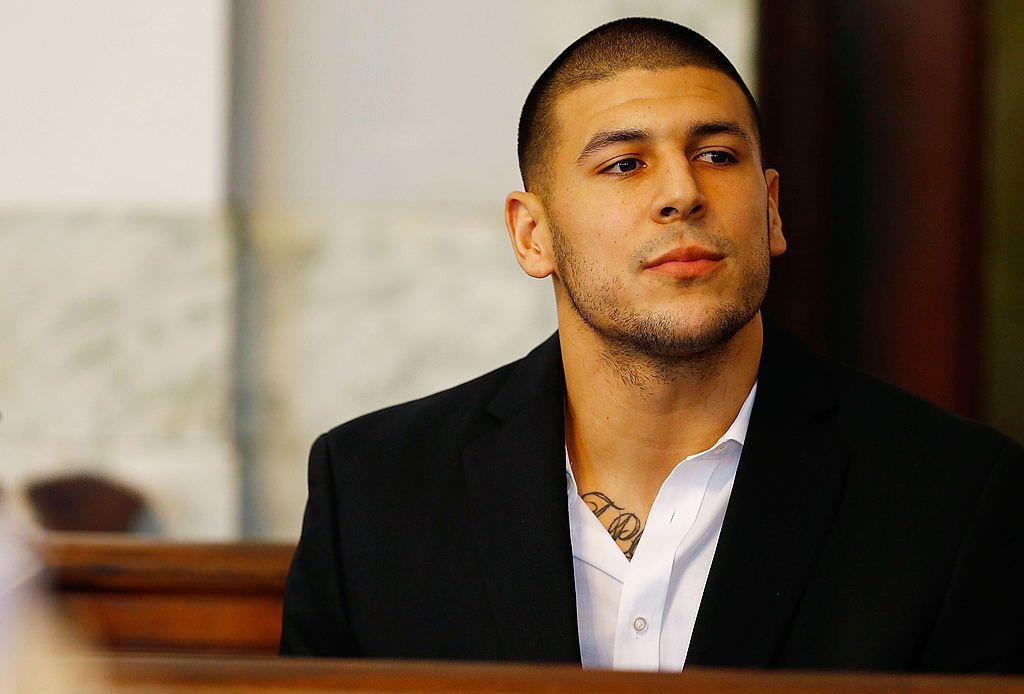 Tribunal retoma condenação por homicídio da ex-estrela da NFL Aaron Hernandez
