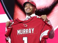 Kyler Murray assina contrato com o Arizona Cardinals