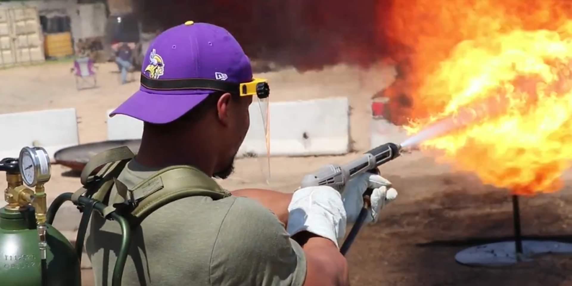 Boinas Verdes estão usando lança-chamas para ajudar a NFL a construir equipes fortes nesta temporada de futebol
