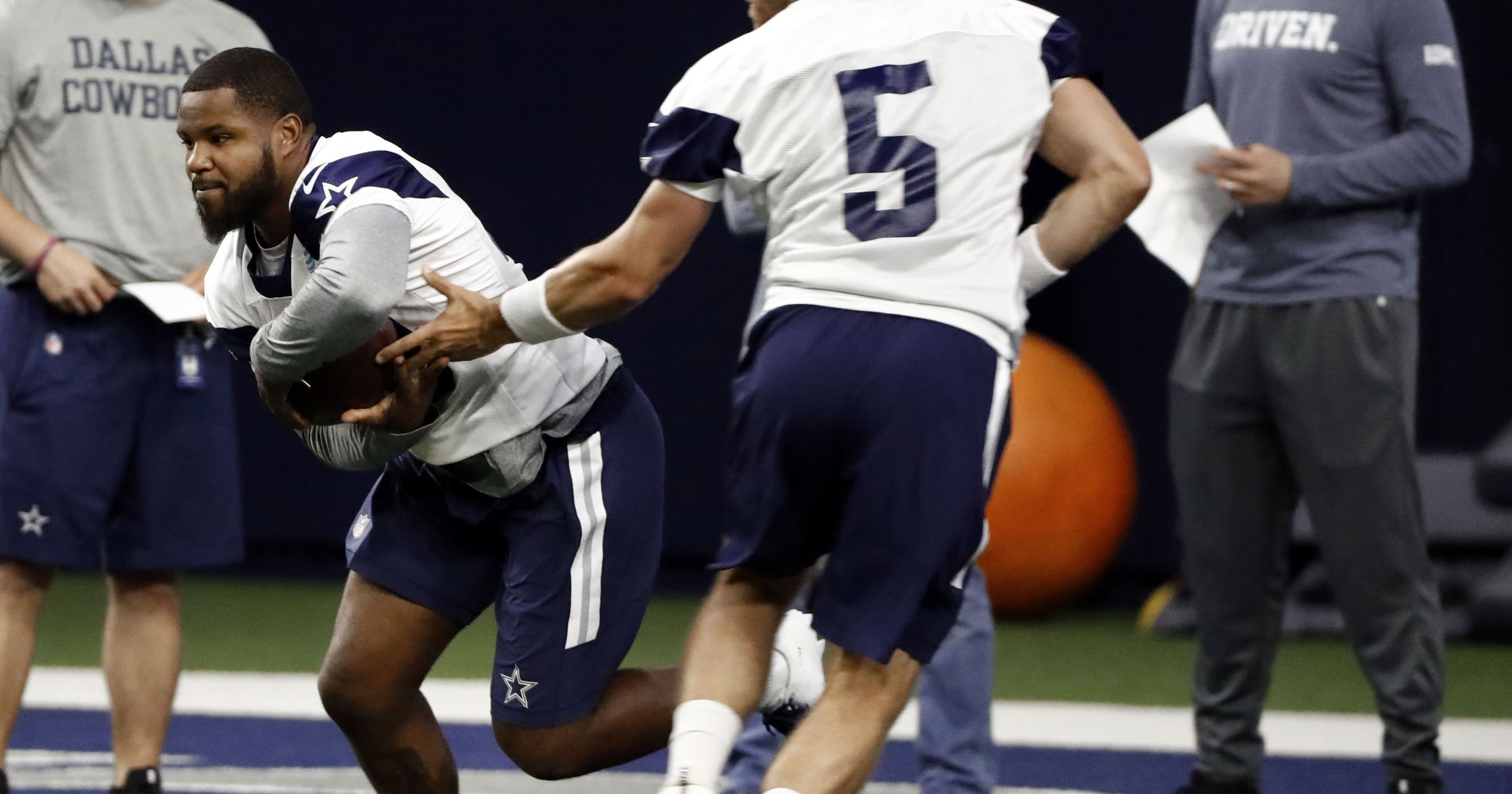 Rookies cowboys procuram papéis por trás da estrela RB Ezekiel Elliott
