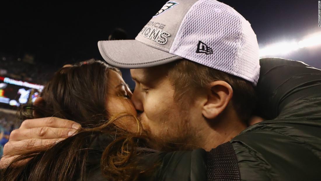 Esposa do quarterback da NFL revela aborto do casal em cargo emocional
