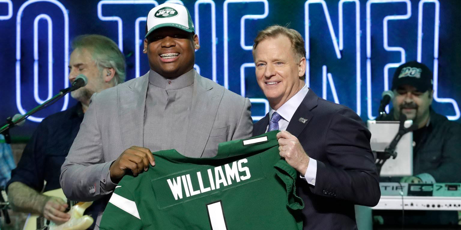 10 jogadores que mal podemos esperar para ver jogar na NFL no próximo ano