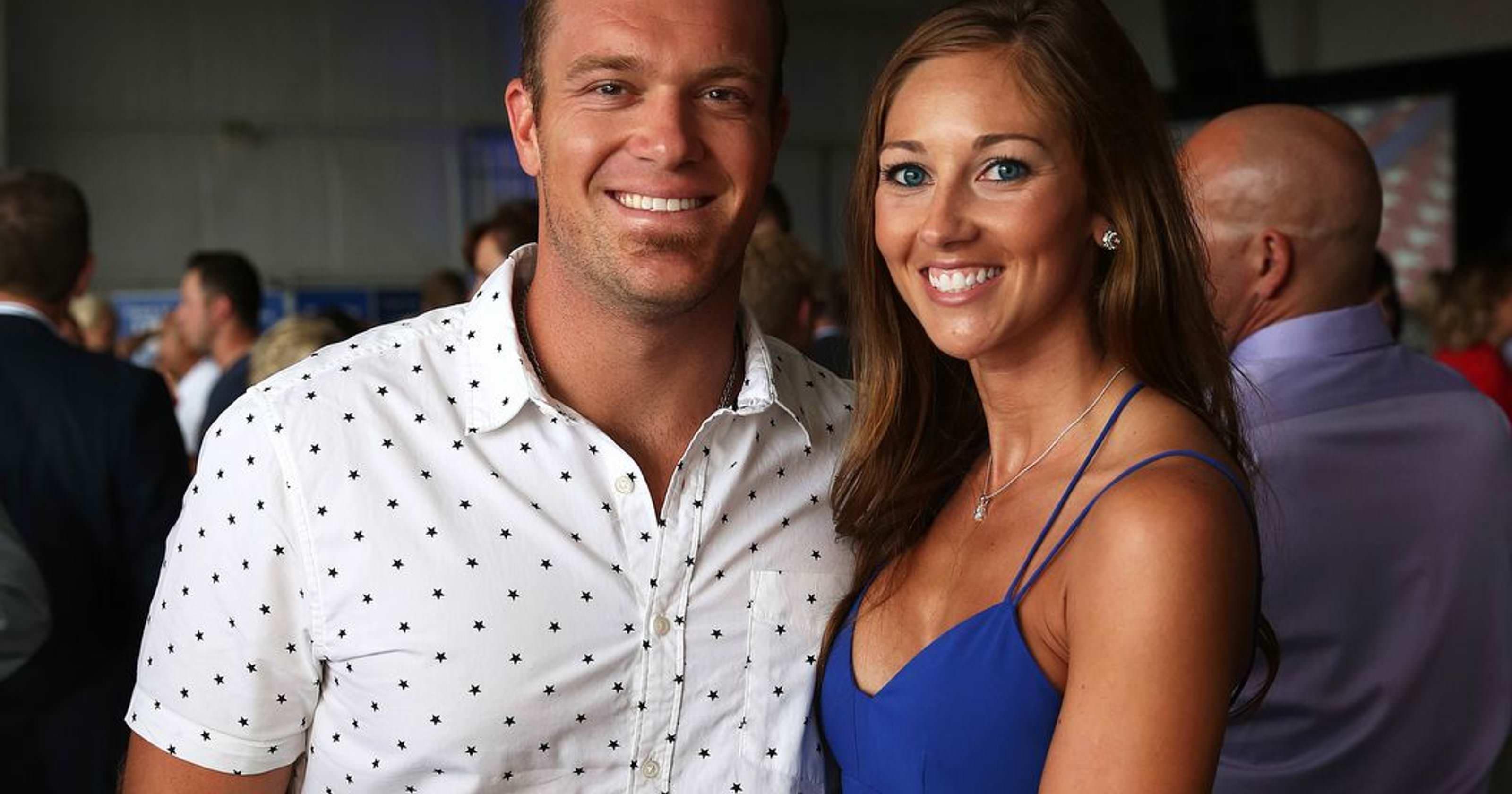 O ex-jogador do Colts, Matt Overton, contratou a ex-líder de torcida do Colts, Breanna Fonner