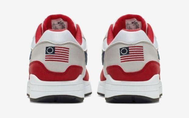 Nike puxa formadores do Dia da Independência depois que o astro da NFL Colin Kaepernick 'reclama do simbolismo ofensivo'